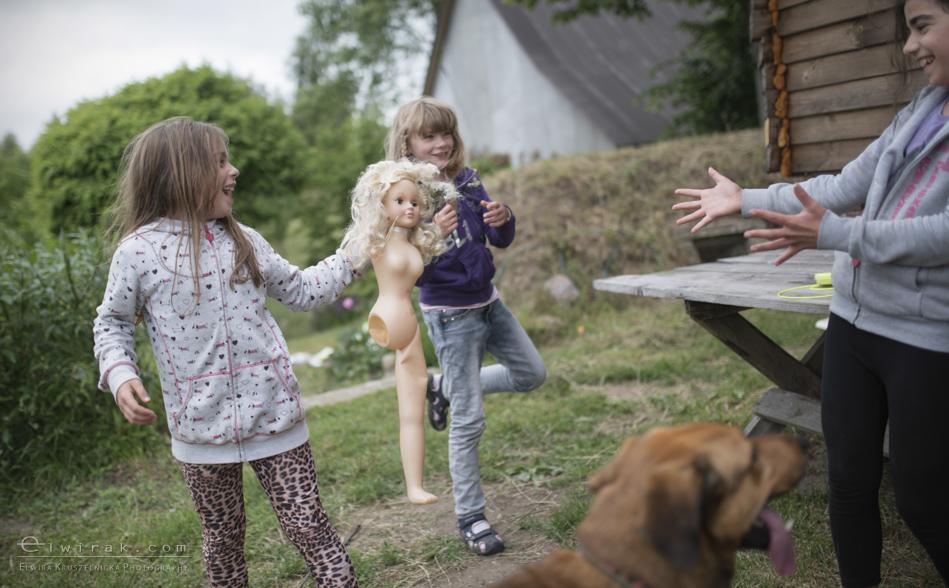 Zabawa_kreatywna_dzieci_lalka_pies_dziewczynki (6)