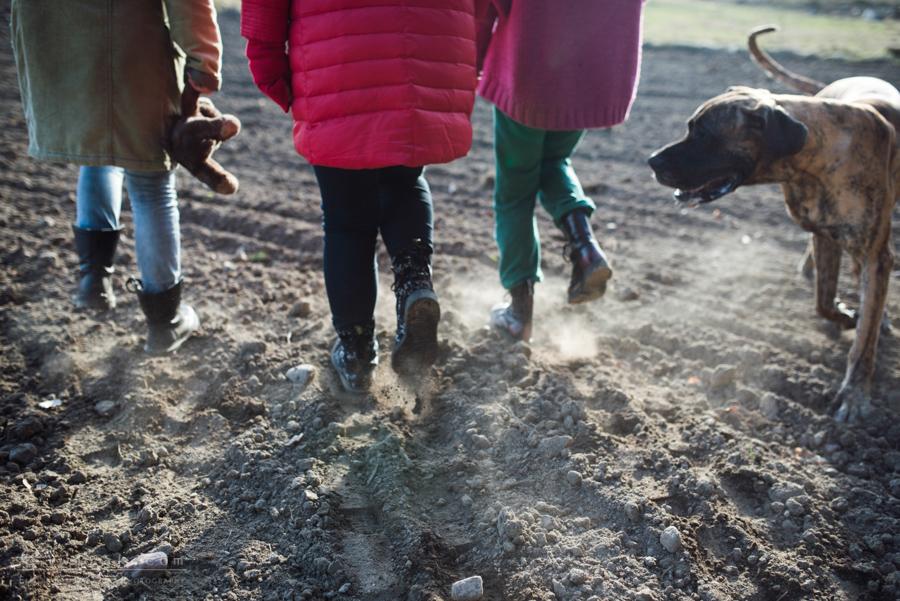 05 wiosna kobiety nogi na wsi