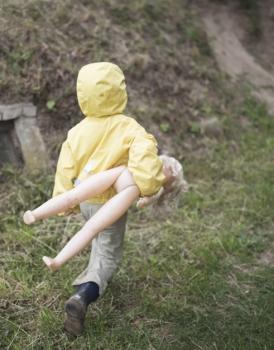 Dziewczynki lubią bawić się lalkami…